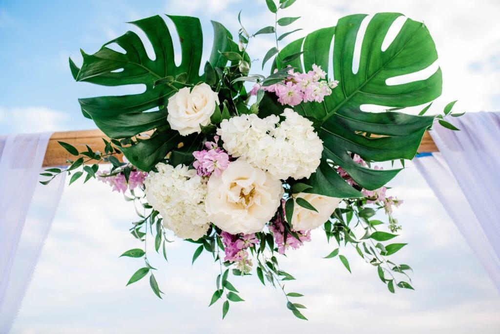 floral arrangement for beach wedding